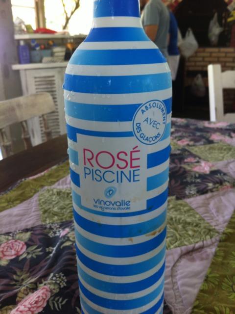 Vinovalie piscine freezente rose 2012 wine info for Piscine wine